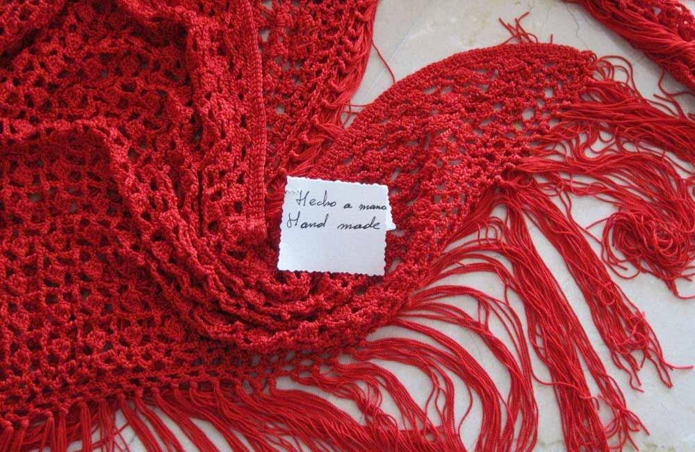 Mantón hecho a mano con hilo de algodón:  75 €. Recaudación a beneficio del proyecto CIS de Marbella. A la venta todo los viernes en el Hotel Fuerte Marbella.